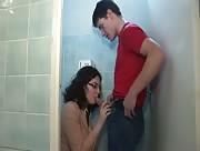Caméra cachée baise dans les toilettes